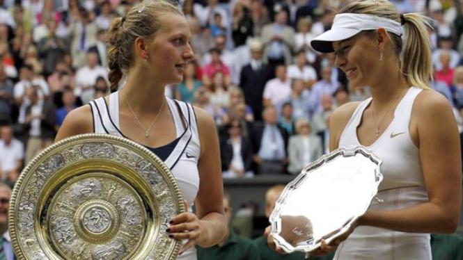 Petra Kvitova (kiri) dan Maria Sharapova