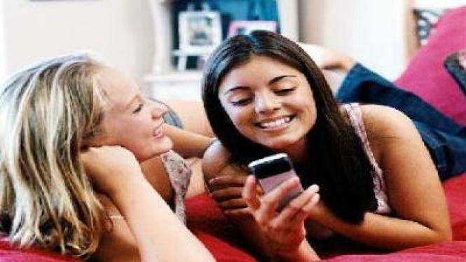 Remaja Kecanduan SMS