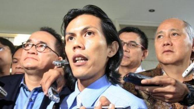 Para pengacara Demokrat Ruhut Sitompul, Patra M Zen dan Denny Kailimang