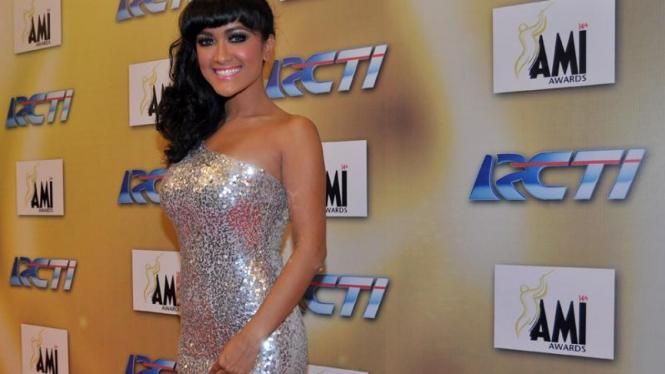 Julia Perez di AMI Awards 2011