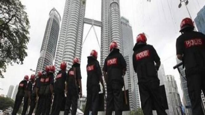 Polisi Malaysia saat menjaga keamanan di Kuala Lumpur