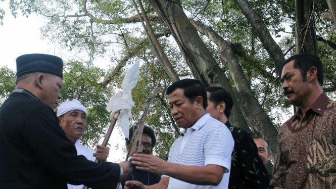 Ketua KN Agum Gumelar bersama pemuka agama di Solo