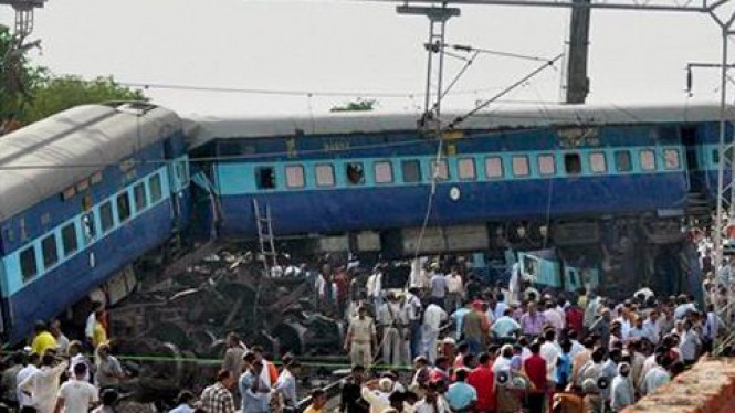 Kereta api di India keluar jalur.