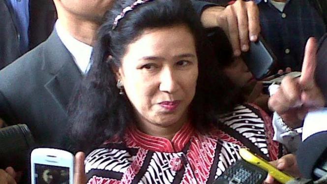 Anna Rudiantiana Legawati, istri Ruhut Sitompul