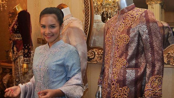 Intan Nuraini Fitting Baju Pernikahan