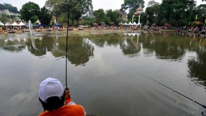 Memancing di Situ Lembang, Jakarta
