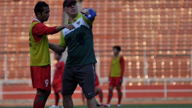 Latihan Timnas Jelang Laga Turkmenistan; Wim Rijsbergen