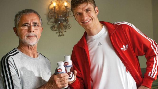 Gerd Muller (kiri) dan striker Bayern Munich, Thomas Muller