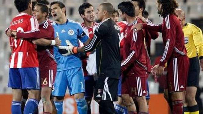 Pemain Paraguay dan Venezuela bersitegang di semifinal Copa America