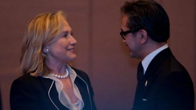 Hillary Clinton dan Marty Natalegawa