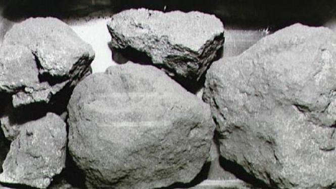 Batuan bulan