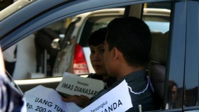 Rekonstruksi suap Hakim PHI, Imas Dianasari (Photo: Dani Wahyu Ramdani, Bandung)