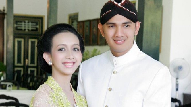 Gusti Raden Ajeng Nur Astuti Wijareni dan Achmad Ubaidillah