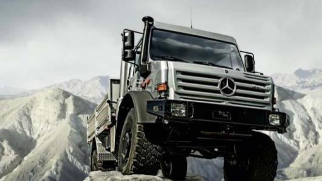 Truk Unimog U5000 Mercedes-Benz