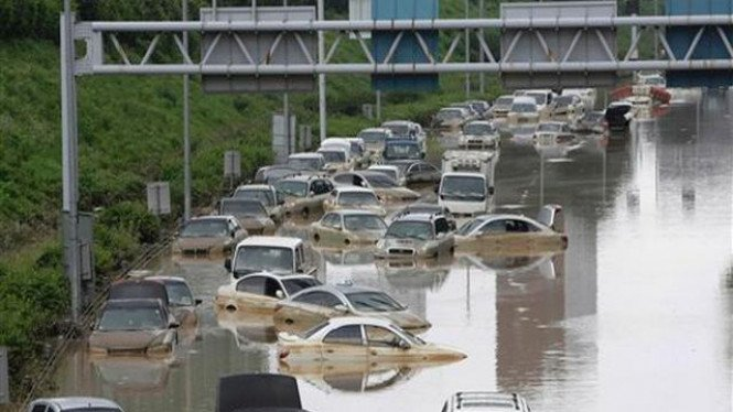Puluhan mobil terjebak banjir di Seoul, Korea Selatan