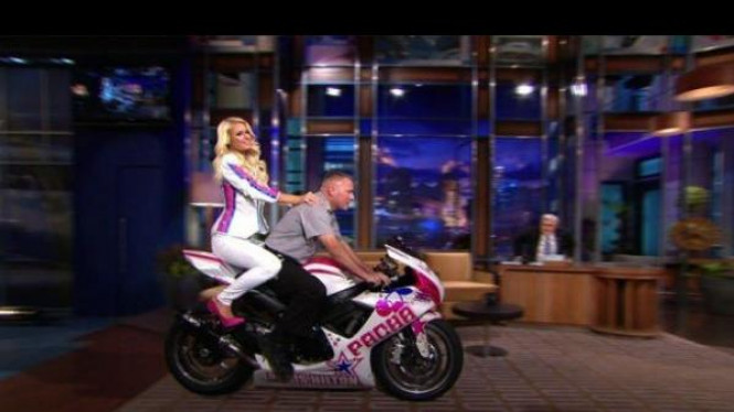 Paris Hilton dan Jay Leno menunggangi Suzuki GSX-R600s