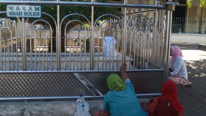 Makam Mbah Sholeh di Masjid Sunan Ampel, Surabaya