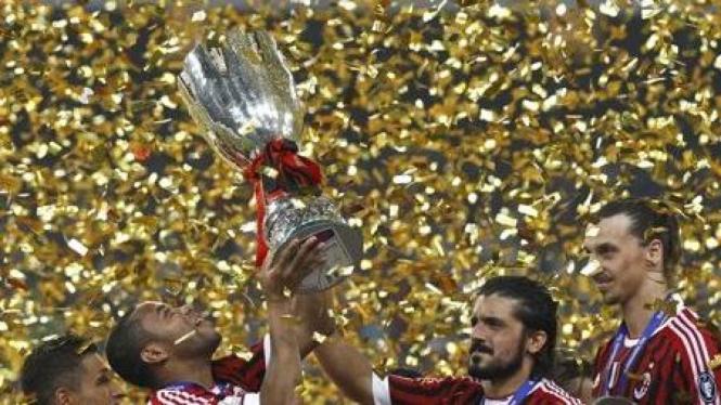 AC Milan juara Super Coppa Italia 2011