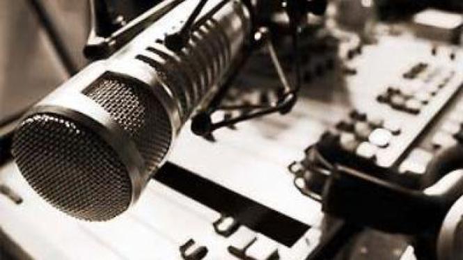 Ilustrasi Penyiar Radio
