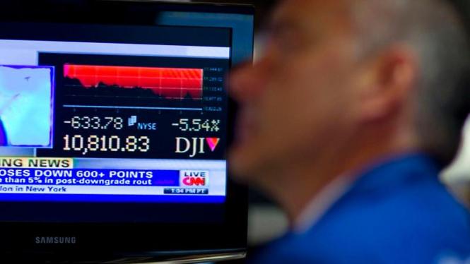 Pialang saham bekerja di bursa New York Stock Exchange