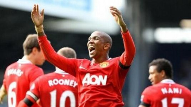 Ashley Young saat melawan West Bromwich
