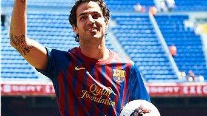 Cesc Fabregas diperkenalkan sebagai pemain Barcelona di Camp Nou