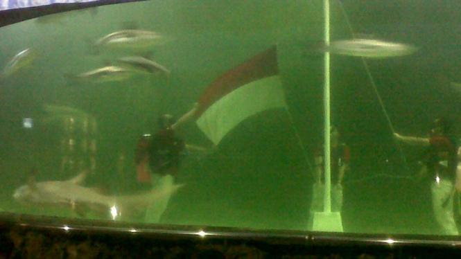 Pengibaran bendera di Sea World