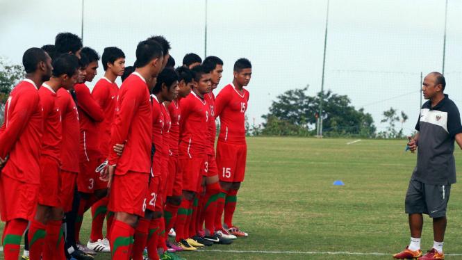 Rahmad Darmawan dan pemain Timnas U-23