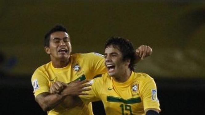 Pemain Brasil U-20 Henrique (19) merayakan gol di semifinal Piala Dunia