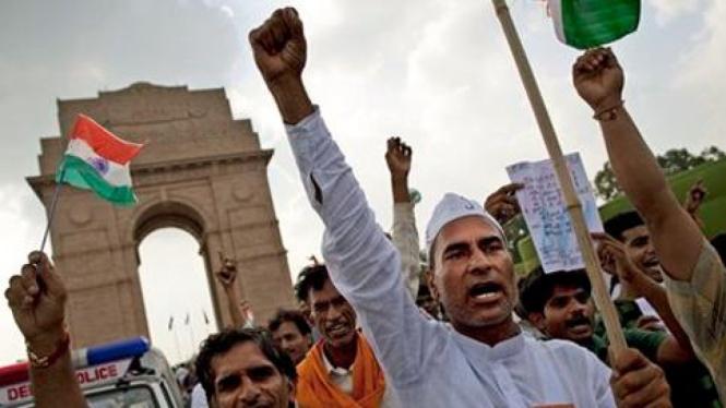 Massa anti korupsi berdemo di New Delhi, India.