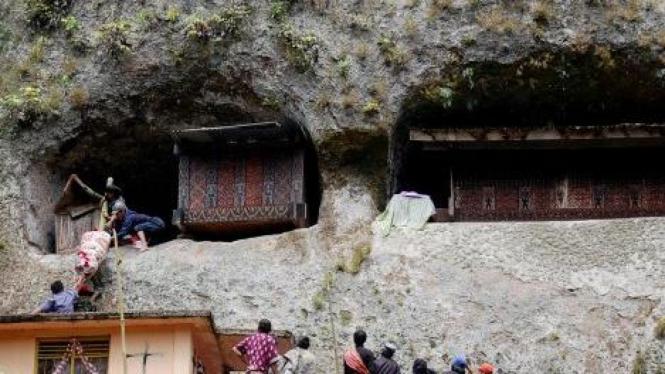 Kuburan liang (kuburan batu) di Kecamatan Baruppu, Toraja Utara