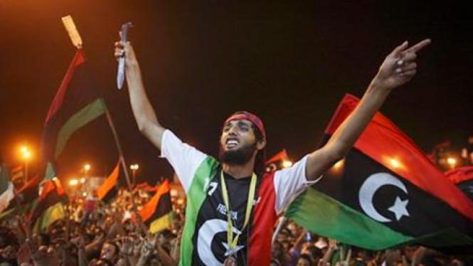 Warga Libya merayakan jatuhnya Tripoli ke tangan pemberontak.