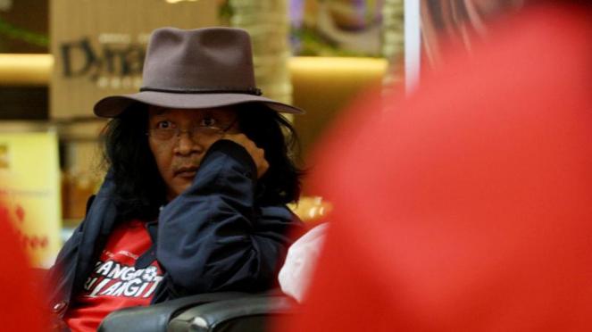 Sujiwo Tejo di Jumpa Pers Film Tendangan Dari Langit