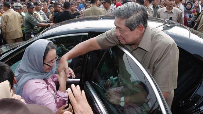 SBY Meninjau SD Babakan Madang 01
