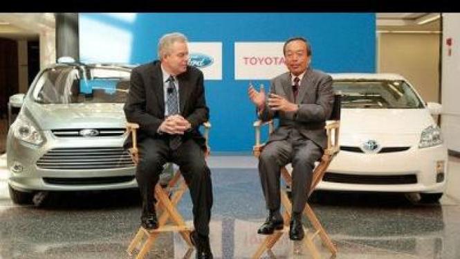 Eksekutif Ford Derrick Kuzak dan Eksekutif Toyota Takeshi Uchiyamada