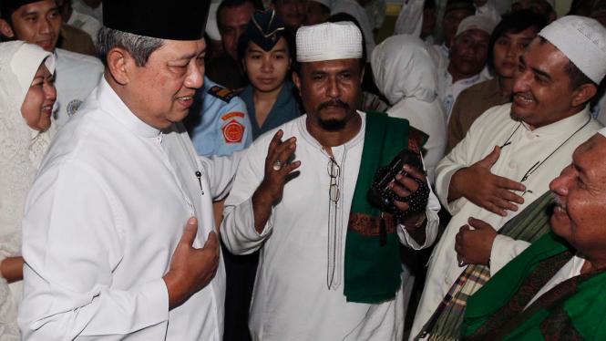 Presiden SBY dan Ibu Ani berbuka puasa di Masjid Biru At Tohirin