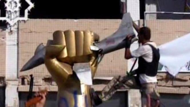 Pasukan pemberontak berhasil masuk ke kompleks Muammar Khadafi