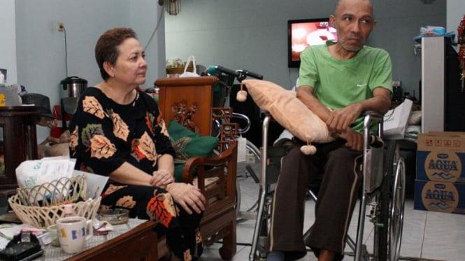 Utha Likumahua Bersama Istrinya Debbie di Kediamannya