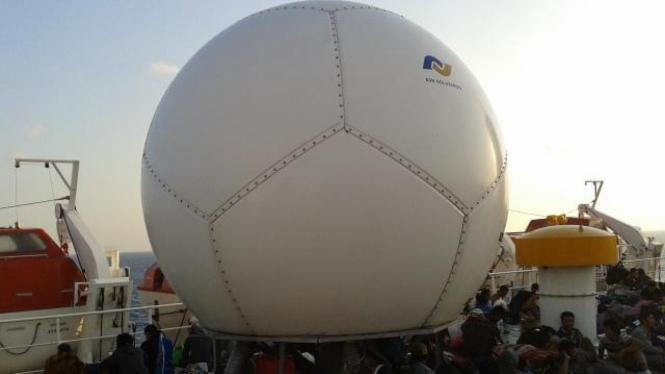 Antena BTS yang dipasang di kapal laut