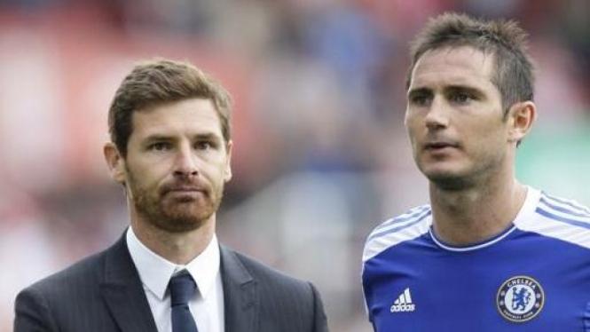Frank Lampard (biru) dan manajer Chelsea Andre Villas Boas