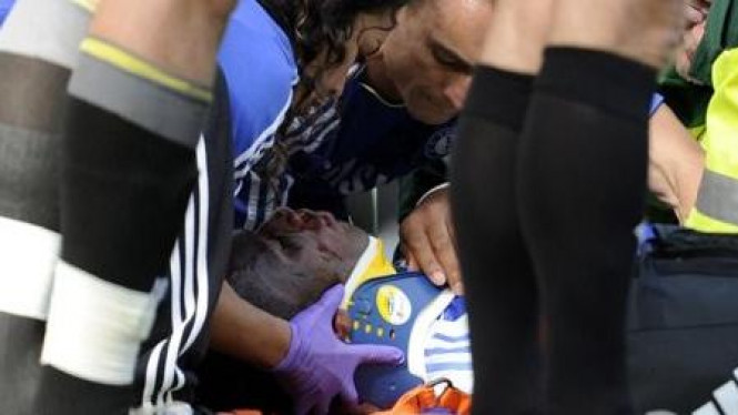 Didier Drogba terkapar saat pertandingan melawan Norwich