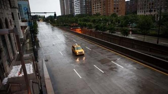 Jalan kosong New York sebelum topan Irene datang