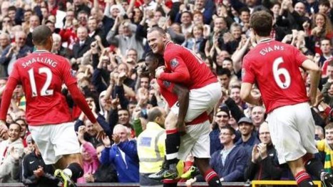 Pemain MU merayakan gol atas Arsenal