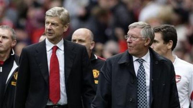 Sir Alex Ferguson (depan kanan) dan Arsene Wenger