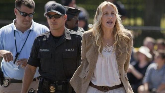 Aktris Daryl Hannah ditangkap di depan Gedung Putih