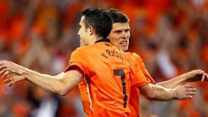 Pemain Belanda Robin van Persie dan Klaas Jan Huntelaar
