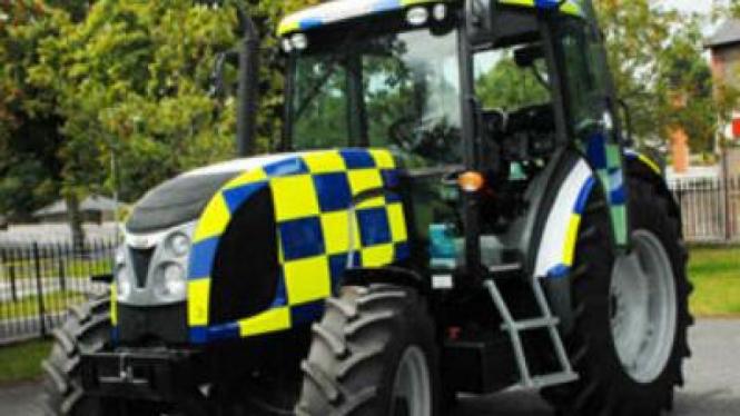 Traktor Polisi di Inggris