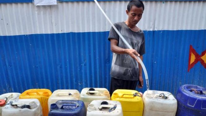 Warga berburu air bersih