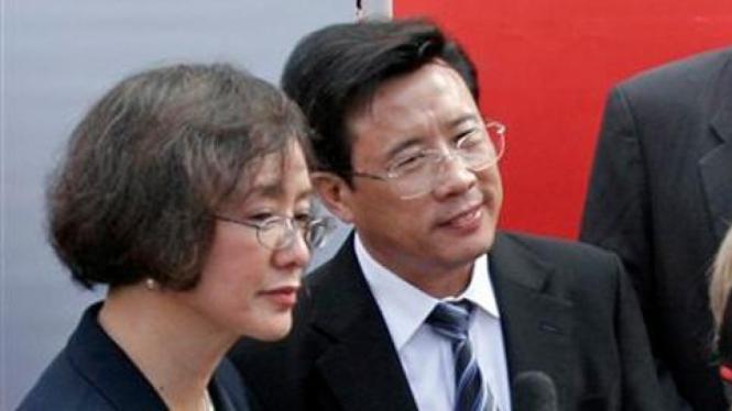 Liang Wengen (kanan), orang terkaya di China.