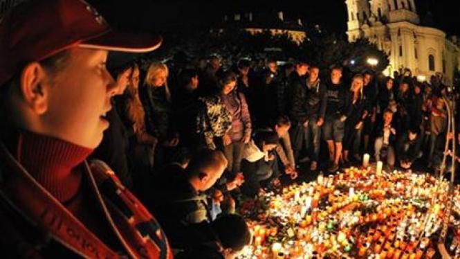 Warga Rusia berkabung atas kecelakaan pesawat yang menewaskan 43 orang.